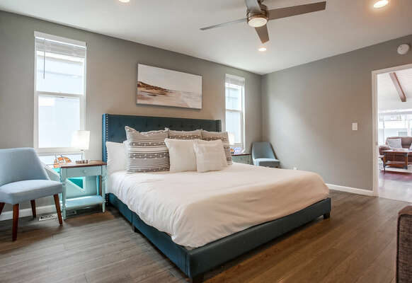 Master Suite w/ King Bed & En-Suite Bathroom