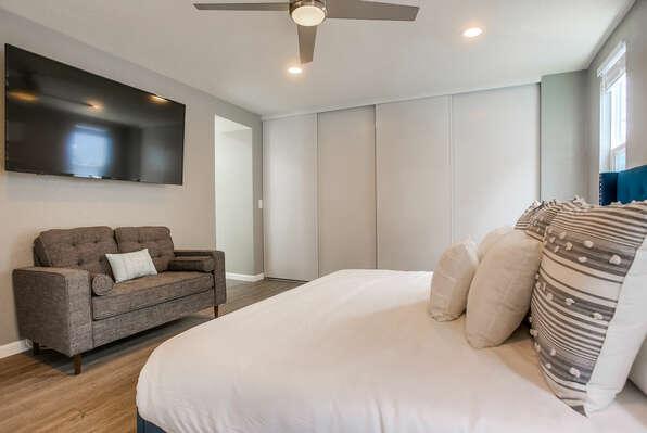Master Bedroom Suite w/ King Bed - 2nd Floor