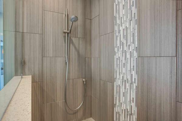 Shared Bathroom w/ Shower - 2nd Level/Entry Level