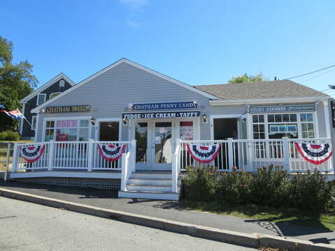 Ice Cream - Candy - Downtown Chatham Cape Cod New England Vacation Rentals