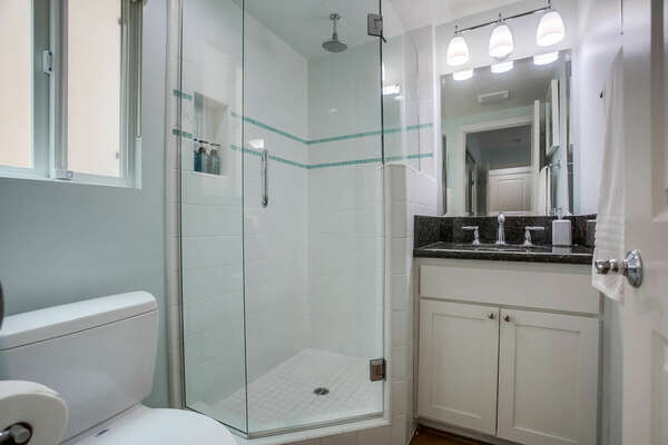Guest En-Suite Bathroom - 1st Floor