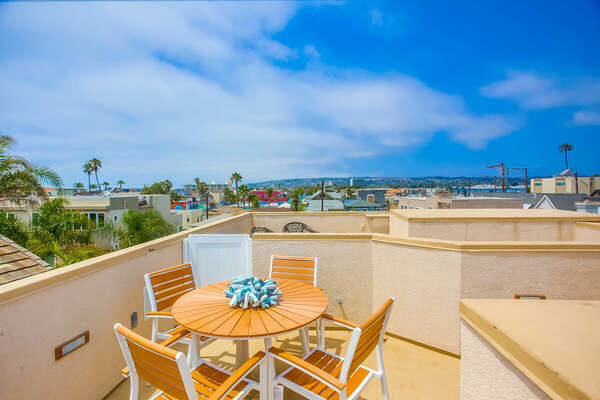 Roof Deck w/ Outdoor Dining