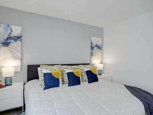 Guest Bedroom w/ King, En-Suite Bathroom, & Desk - 2nd Floor