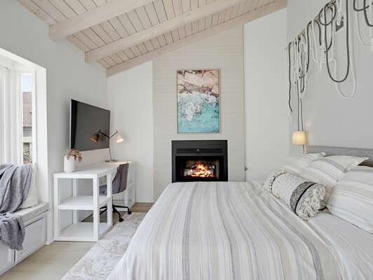 Large, Cozy Master Bedroom w/ Fireplace, WFH Desk & Window Seat - 3rd Floor
