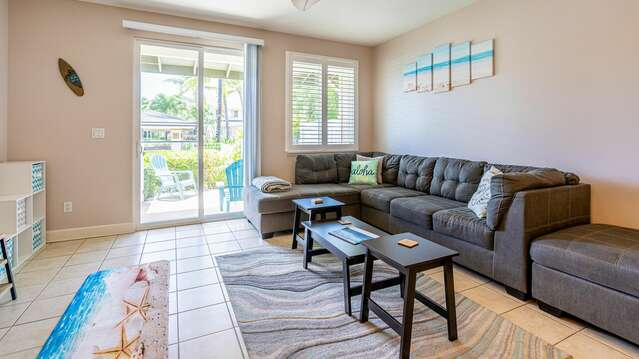 Open Living Space with Comfortable Seating