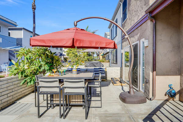 Large Patio w/ BBQ, Outdoor Dining, Outdoor Lounging, Fire Pit