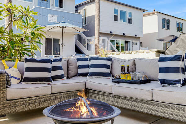 Large Outdoor Patio w/ Comfortable Seating & Fire Pit