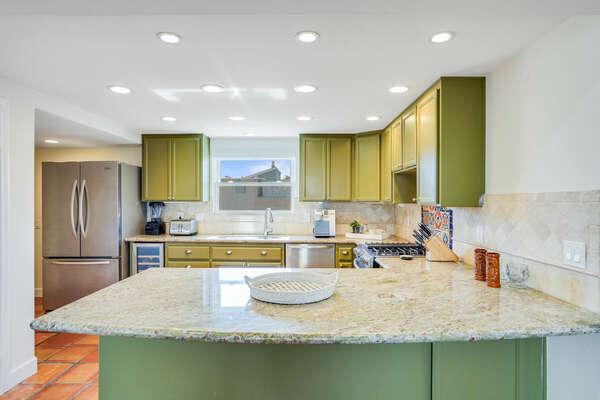 Kitchen w/ Spacious Breakfast Bar - Entry Level (2nd Floor)