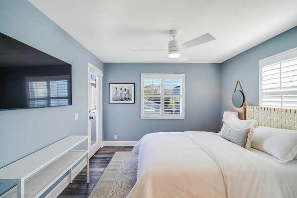Guest Bedroom w/ Queen Bed, En-Suite Bathroom, & Balcony - Entry Level (2nd Floor)