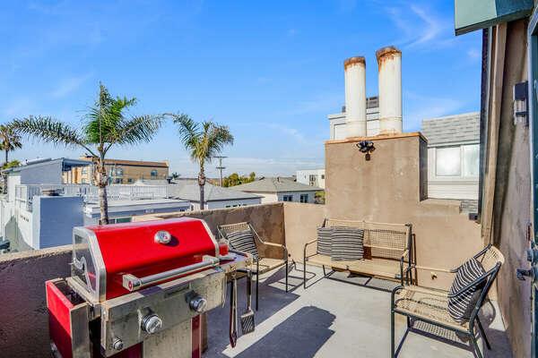 3rd Floor Deck w/ BBQ & Outdoor Seating