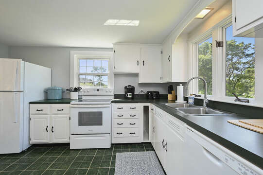 Kitchen with fridge, stove dishwasher, lobster pot - 113 South Street Harwich Port - Cape Cod - New England Vacation Rentals
