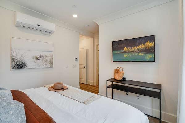 Master Bedroom w/ King Bed, Walk-In Closet & En-Suite Bathroom - 2nd Floor