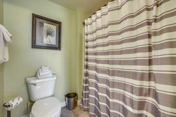 Master bathroom with shower/tub