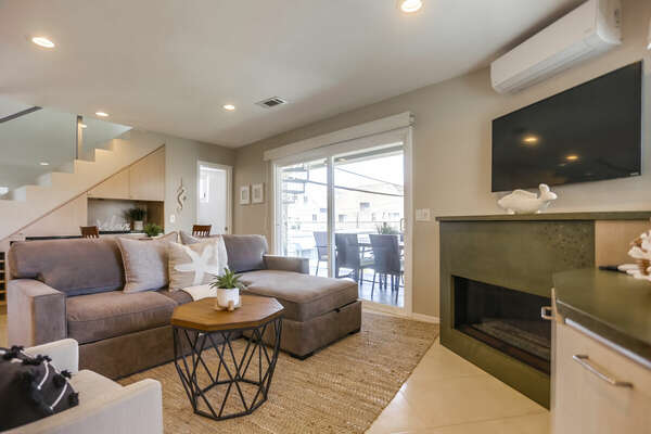 Living Room w/ Fireplace, Queen-sized Pullout Sofa, Outdoor Dining on Balcony - 2nd Floor