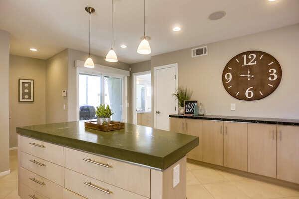 Large Kitchen w/ Breakfast Bar - 2nd Floor