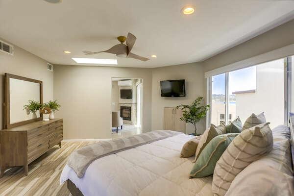 Master Suite w/ King Bed - 3rd Floor