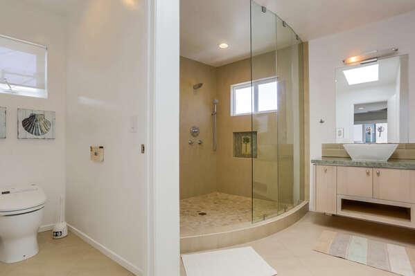 Master En-Suite w/ Walk-In Shower - 3rd Floor