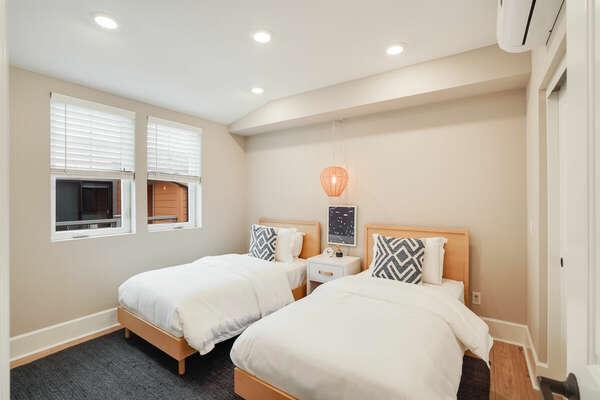 Guest Bedroom w/ 2 Twins - 3rd Floor