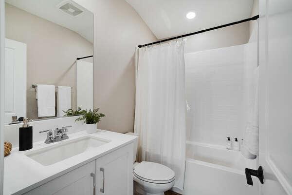 Shared Bathroom w/ Shower/Tub Combo - 3rd Floor
