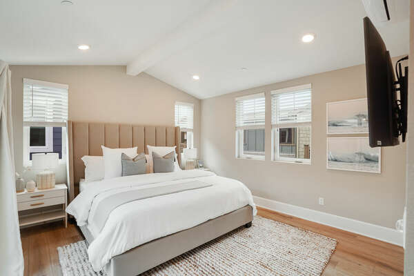 Master Suite w/ King Bed & Deck Access - 3rd Floor