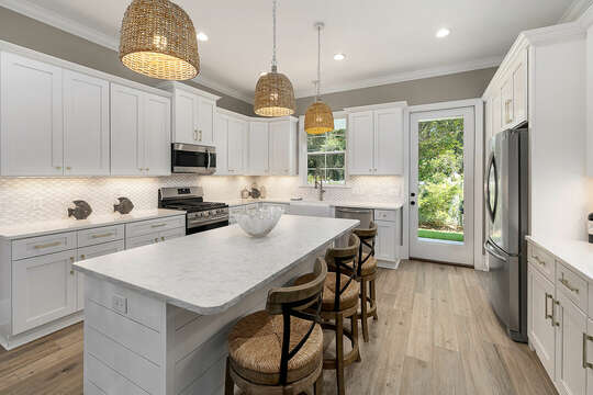 Ready to experience the low country with your own Shrimp Boil? Or maybe you prefer a grilled steak or gourmet feast?  Either way, this kitchen has everything you need including spices and sharp knives.
