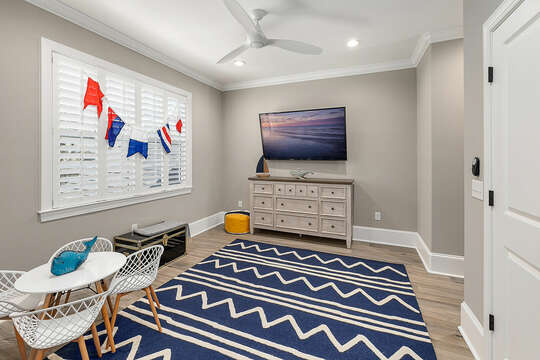 Kids of all ages will enjoy hanging out in this bunk room - with HD Smart TV - just bring your gaming systems and built-in babysitter.