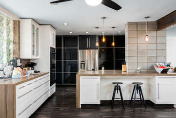 Fully Equipped Kitchen and Center Island with Seating for Two