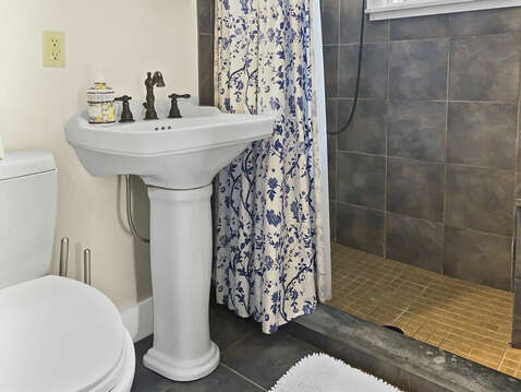 EnSuite full bathroom for the first floor - 98 West Road Orleans Cape Cod New England Vacation Rentals