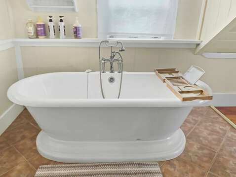 Spa-like tub  - 98 West Road Orleans Cape Cod New England Vacation Rentals