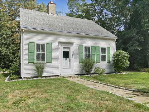 Looks small from the outside but very spacious inside - 98 West Road Orleans Cape Cod New England Vacation Rentals