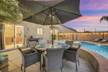 The patio dinning is the perfect spot to relax and enjoy company, get extra shade with the oversized umbrella.
