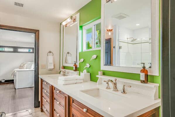 Jack-n-Jill Bathroom w/ Shower/Tub Combo - 1st Floor
