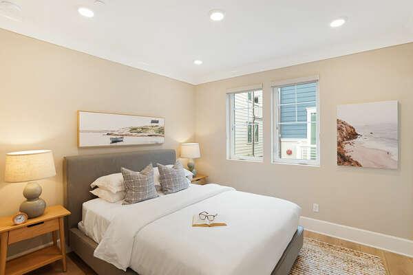 Master Suite w/ Queen Bed - 2nd Floor