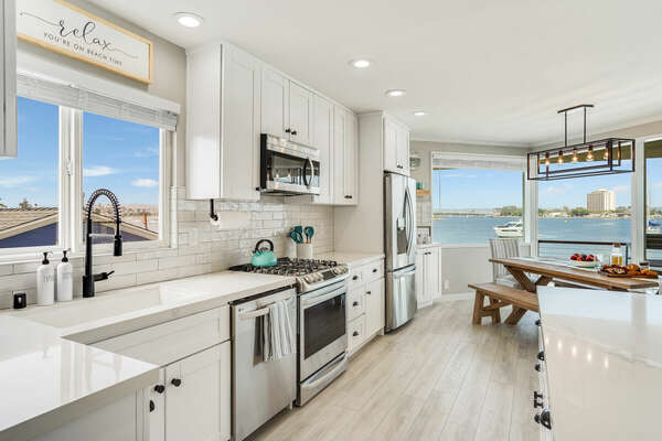 Fully Equipped Kitchen w/ Island