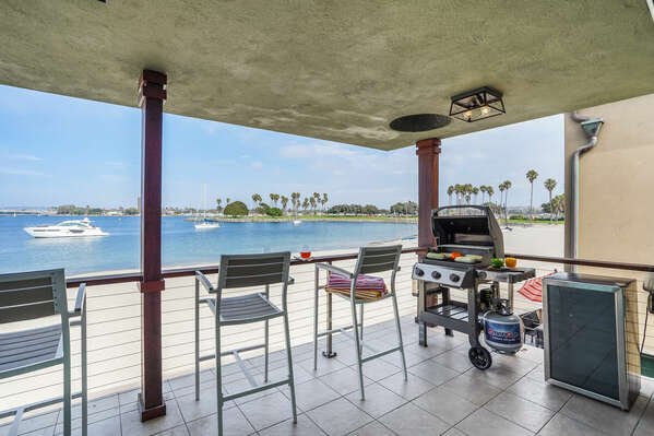 Bayfront Balcony w/ Seating, BBQ & Wine Cooler
