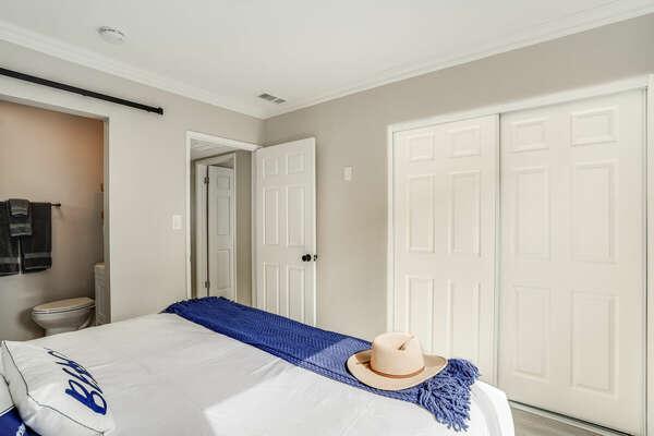 Master Bedroom w/ King Bed & En-Suite Bathroom